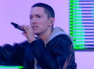 Eminem, très aminci, fait un come-back fracassant... au Grand Journal !