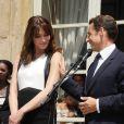 Nicolas Sarkozy et Carla Bruni lors de la garden party du 14 juillet 2009 à l'Elysée.