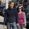 Alanis Morissette et Mario Treadway dit Souleye se promènent à Malibu en mai 2010