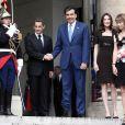 Nicolas Sarkozy et Carla Bruni reçoivent le président géorgien Mikheil Saakashvili et son épouse Sandra Elisabed Roelofs au Palais de l'Elysée à Paris le 8 juin 2010