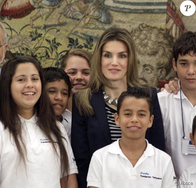 Letizia d'Espagne lors d'une cérémonie avec les enfants au Palais Zarzuela à Madrid. Le 11 juin 2010