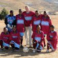 """Réunis pour la première fois en """"mission"""" à l'étranger, les princes Harry et William de Galles étaient jeudi 17 juin 2010 en visite au Lesotho. Ils ont notamment disputé un match plein de bon humeur avec de jeunes orphelines."""