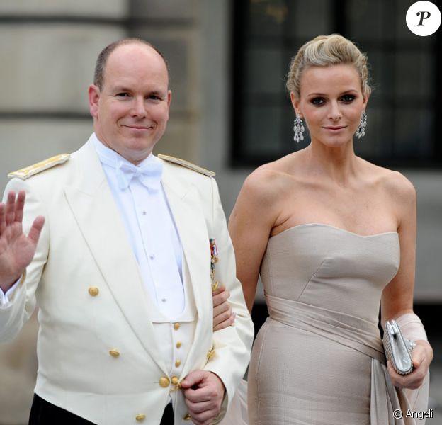 Le prince Albert de Monaco et sa compagne Charlene Wittstock en Suède, à l'occasion du mariage de la princesse Victoria, le 19 juin 2010
