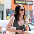 La ravissante Emily Blunt, en shopping sur Robertson Boulevard, à Hollywood, le 26 juin 2010.