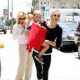 Kelly Rutherford dans les rues de Beverly Hills avec ses deux enfants le 26 juin 2010
