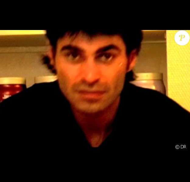 Akim est présent dans la publicité pour le salon de coiffure de Jean-Pierre, L'Artiste à Perpignan