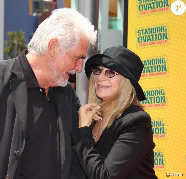 Barbra Streisand et son mari James Brolin, à l'occasion de l'avant-première de la comédie musicale Standing Ovation, à Universal City, le 10 juillet 2010.