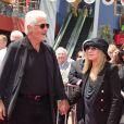 Barbra Streisand et son mari James Brolin, à l'occasion de l'avant-première de la comédie musicale  Standing Ovation , à Universal City, le 10 juillet 2010.