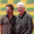 Josh Brolin et son père James Brolin, à l'occasion de l'avant-première de la comédie musicale  Standing Ovation , à Universal City, le 10 juillet 2010.