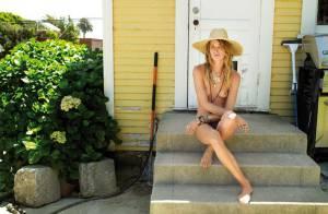 Erin Wasson : Le sublime top vous reçoit chez elle, toujours aussi sensuelle...