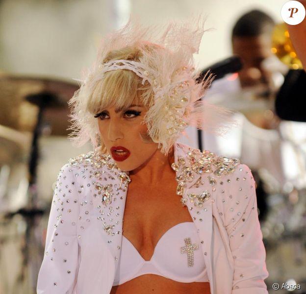 Lady Gaga s'attire les foudres des fans des Beatles... et de la chanteuse allemande Nina Hagen.