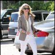 AnnaLynne McCord : La starlette hollywoodienne raffole du fameux pantalon blanc, elle en a de toutes les sortes, et les porte régulièrement.