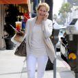 Kelly Rutherford... Il ne se passe pas une journée sans qu'elle ne porte un pantalon blanc ! Elle en est complètement accroc !