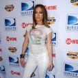 Jennifer Lopez a succombé à la mode du pantalon blanc, mais hélas elle n'a pas su gérer... Il en faut toujours une !