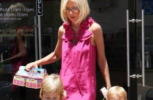 Tori Spelling : Toujours aussi mincissime... même ses adorables enfants ne lui rendent pas le sourire !