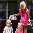 Tori Spelling et ses enfants à Los Angeles, le 18 juillet 2010