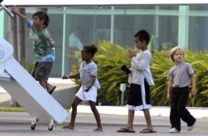 Quand Angelina Jolie débarque avec ses quatre bambins, c'est un défilé stylé et rempli de bonheur !