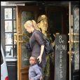 Les enfants de Madonna mange chez American Dream le 1er août 2010 pendant que leur mère tourne le film W.E. Sur la photo : David