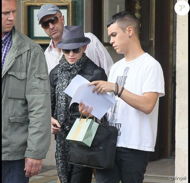 Le tournage de W.E. à Paris le 1er août, avec à la réalisation Madonna et devant la caméra Abbie Cornish