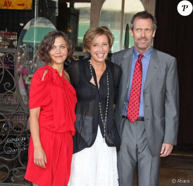 Emma Thompson entourée de Hugh Laurie et sa copine Maggie Gyllenhaal !(vendredi 6 août 2010 sur le Walf of Fame à Los Angeles)