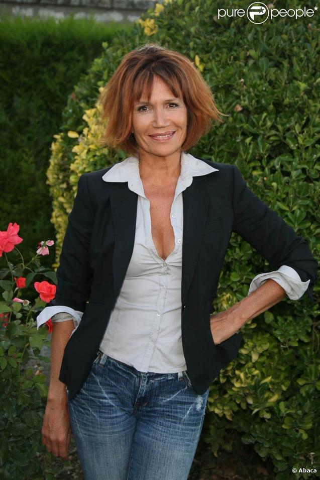 Clémentine Célarié et Vincent Pérez seront les deux premiers héros de la saga généalogique de la rentrée 2010 sur France 2 :  Retour aux sources .