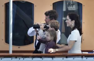 Mary de Danemark dévoile ses premières rondeurs de future maman avec sa superbe famille !