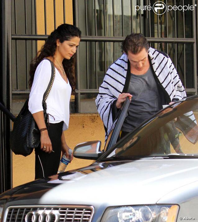 Matthew McConaughey et Camila Alves sortant de leur cours de gym à Los Angeles, le 13 août 2010