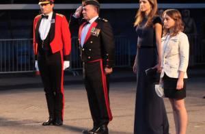 Rania de Jordanie : Une reine simplement parfaite qui se met dans les rangs...