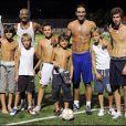 José Touré, Robert Pires, les fils d'Yves Rénier et le fils de José Touré lors du match qui opposait les people aux ex-stars du foot
