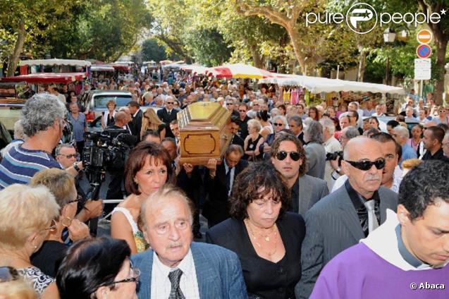 """C'est à Toulon, la ville où tout a commencé pour """"le boîteux corse"""", que François Marcantoni, décédé le 17 août 2010, a été inhumé le mardi 24 août."""