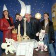 Laurent Fignon est décédé mardi 31 août 2010, des suites du cancer qu'il affrontait avec opinâtreté. Son fils Jérémy (photo : en 2001 avec son ex-épouse et leurs enfants) s'est confié au micro de Marc-Olivier Fogiel.