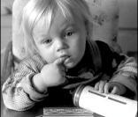 Jeux d'idendification - Page 4 467300-mais-qui-est-cet-adorable-bebe-156x133-1