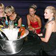 Shine aux côtés de copines dont la chérie de Bastien (27 août 2010 au Six Seven de Paris)