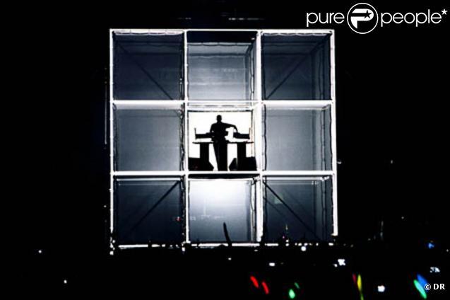 Reims accueillera du 1er au 8 octobre 2010 la 8e édition du festival Elektricity. Première tête d'affiche : le Lyonnais Etienne de Crécy, qui investira le parvis de la cathédrale avec son show Beats'N'Cubes.
