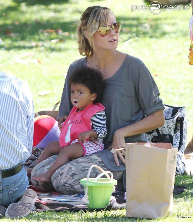 Heidi Klum et ses enfants Leni, Lou, Johan et Henry au parc, à Beverly Hills, le 19 septembre 2010