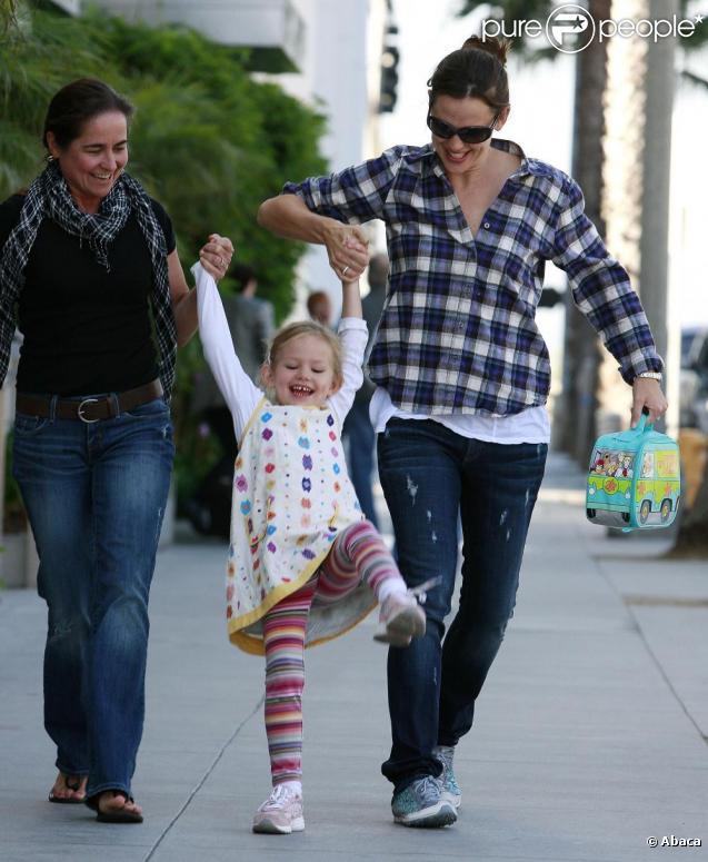 jennifer Garner, Violet et une nounou (23 septembre 2010 à Los Angeles)