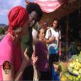 Récolte de fruits sur le marché