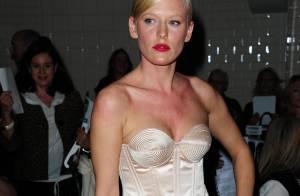 Anna Sherbinina et son corset sexy envoûtent la Fashion Week !