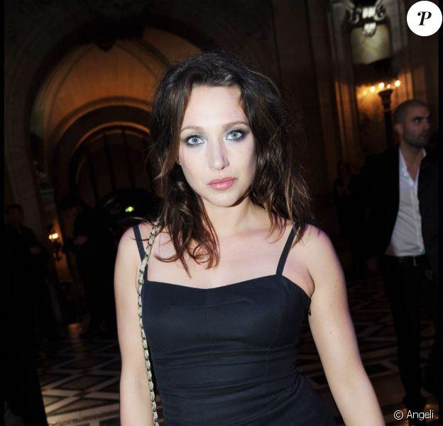 Laura Smet à l'occasion de la soirée Grazia, qui s'est tenue à l'Opéra Garnier, à Paris, le 5 octobre 2010.