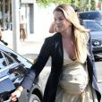 Ali Larter faisant du shopping à Los Angeles, le 7 octobre 2010