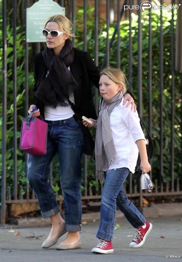 Kate Winslet emmène sa fille Mia à l'école, New York, le 7 octobre 2010