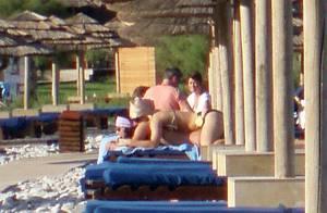 Dans un bikini sexy et déjanté, Lady Gaga offre un massage sensuel à son homme !