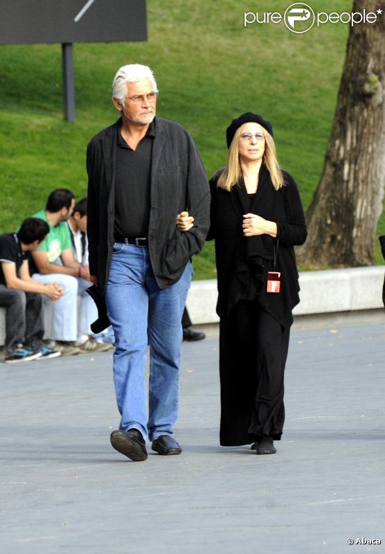 Barbra Streisand et son mari, James Brolin, visitent le musée du Prado à Madrid, Espagne, le jeudi 28 octobre.