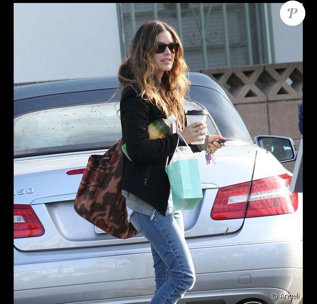 Rachel Bilson sur le tournage du film BBF's and baby le 8 novembre 2010 à Los Angeles