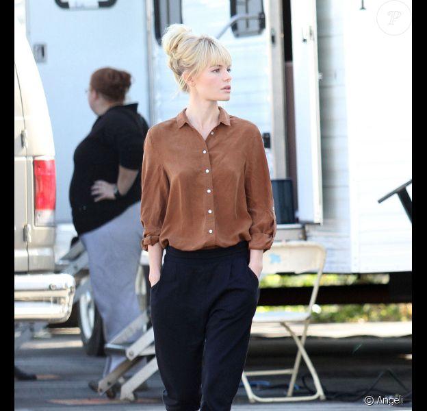 Mardi 9 novembre à Los Angeles Kate Bosworth se balade mains dans les poches, l'air insouciant, et ne se doute pas un seul instant que Krysten Ritten a dégainé son rouge à lèvres le plus criard pour lui faire de l'ombre...