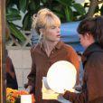 Sur le tournage, Kate Bosworth fait une pause déjeuner entre deux prises à Los Angeles mardi 09 novembre 2010.