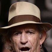 Keith Richards : A 66 ans, furieux, il met un coup de boule à un journaliste !