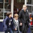 Kate Winslet et son fils Joe, avec un ami, à New York. Novembre 2010