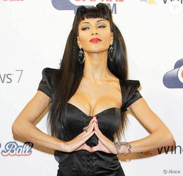 Nicole Scherzinger, une robe bustier arme fatale pour la première des deux soirées du Jingle Bell Ball, le 4 décembre 2010.