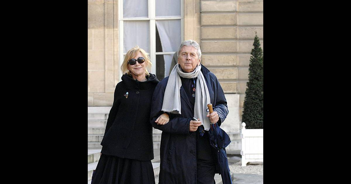 marie anne chazel et son compagnon lors de la c r monie de remise de la l gion d 39 honneur. Black Bedroom Furniture Sets. Home Design Ideas